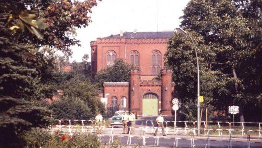 Межсоюзная тюрьма Шпандау, Западный Берлин. Ворота тюрьмы.