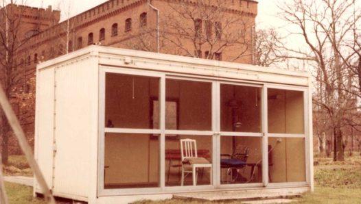 Садовый домик, в котором заключенный №7 покончил с собой 17 августа 1987 г.
