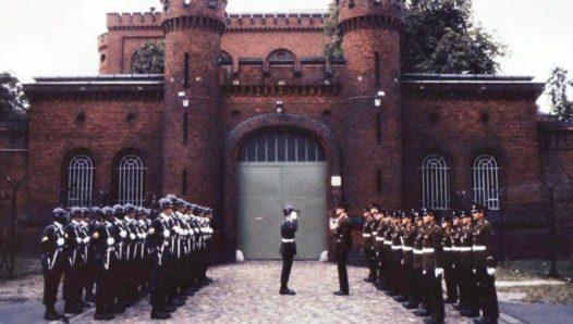 Смена караулов США и Великобритании в тюрьме Шпандау.