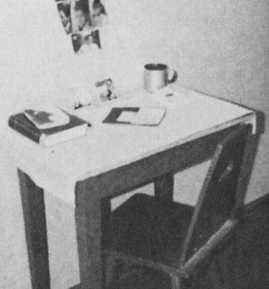 Стол в камере А.Шпеера